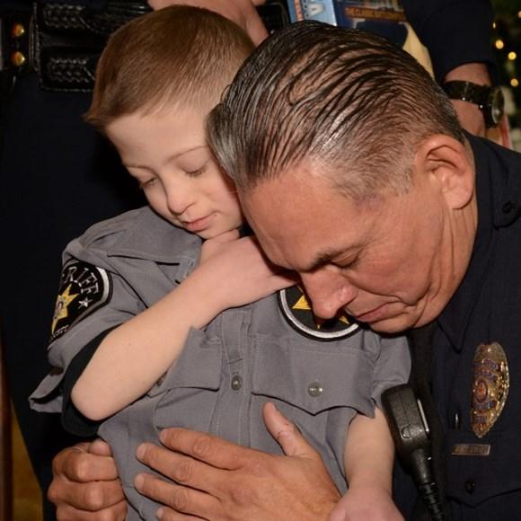 cop-praying Donate